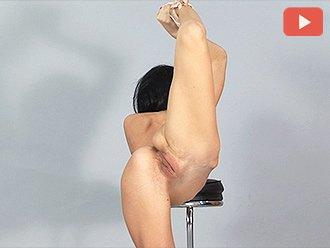 Turnerin nackt junge Flexible turnerin